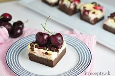 brownie cheesecake s čerešňam  Ingrediencie (na 16ks): na brownie vrstvu: 1/2 hrnčeka celozrnnejšpaldovej múky 5 PL kakaa/karobu 1/2 hrnčeka jablkového pyré 1/2 hrnčeka medu 2 vajcia 1 […]