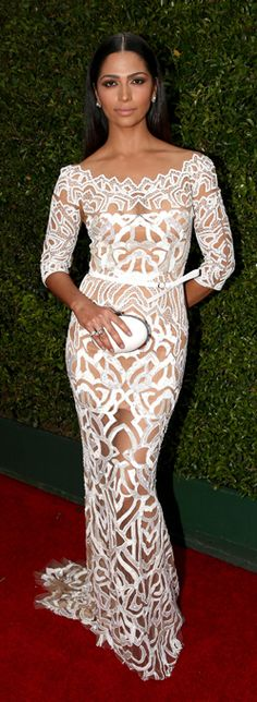 2014 Emmys Red Carpet - Celebrity Looks from the 2014 Emmys - Elle Camila Alves Zuhair Murad dress. The only white i would consider wearing Beautiful Gowns, Beautiful Outfits, Gorgeous Dress, Glamour, Vestido Dress, Red Carpet Gowns, Celebrity Red Carpet, Celebrity Dresses, Celebrity Style