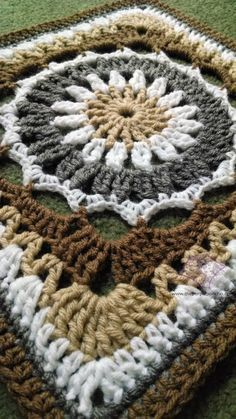 #crochet, free pattern, granny square, blanket, throw, #haken, gratis patroon (Engels), deken, sprei, haakpatroon