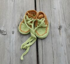 Baby booties Baby sneakers Crochet baby shoes Crochet baby socks Baby boy shoes Baby girl shoes Light green Light brown - pinned by pin4etsy.com