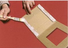 How to make photo frame with corrugated cardboard - Art & Craft Ideas The Effective Pictures We Offer You About Frame Crafts wall galleries A quality picture can tell you many things. Diy Photo Frame Cardboard, Cardboard Frames, Photo Frame Crafts, Cardboard Art, Cadre Photo Diy, Cadre Diy, Diy Arts And Crafts, Diy Craft Projects, Craft Ideas