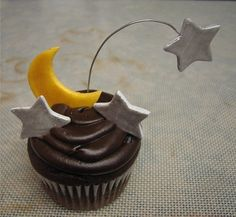 Moon & Shooting Stars Cupcakes by Hey There, Cupcake!, via Flickr