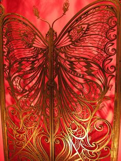 Art Nouveau Butterfly gate at the Brooklyn Museum of Art, New York ~ Butterfly Gate designed by Art Nouveau French blacksmith Emile Robert. Art Nouveau Architecture, Art And Architecture, Art Decor, Decoration, Art Nouveau Design, Butterfly Art, Beautiful Butterflies, Belle Epoque, Metal Art