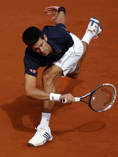 Rubber Band Man Novak Djokovic in action against Milos Raonic at the 2014 French Open. (Photo: Michel Euler)