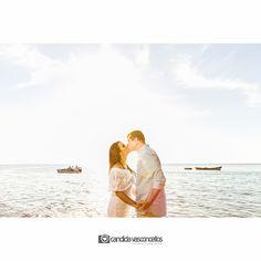 """""""Eu, você, o mar e ele (sol).""""  Pre Wedding Nathalia e Marcos Vinicius  Conheça mais do nosso trabalho em:   candidavasconcellos.com.br"""