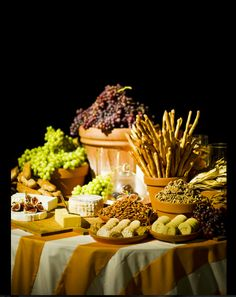 New garden party food display fresh fruit ideas Cheese Table, Cheese Platters, Cheese Bar, Wine Cheese, La Trattoria, Cheese Display, Appetizer Display, Italian Party, Italian Theme