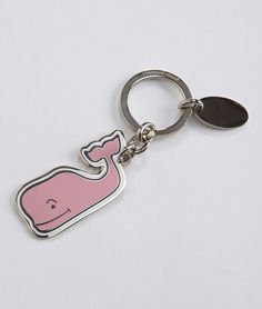 I am dying to have this vineyard vines whale keychain!!!