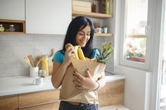 """Join 9 people right now at """"Never overspend at the supermarket again with 5 priceless budgeting tips from dietitians"""" Whole Food Recipes, Diet Recipes, Meal Prep For Beginners, Easy Diet Plan, Diet Food List, Budget Meals, Food Budget, Eat Smart, Burn Belly Fat"""