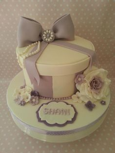 Zoes nannas hatbox birthday cake vintagehousebakery i have chosen hat box and gift box cakes for this weeks theme negle Images