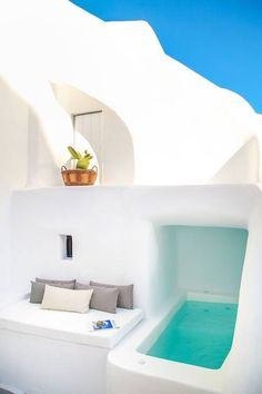 White Cellar Cave Houses - Cycladic houses (Greece) for Rent in Ia, Greece - Dream Home Design, House Design, Greece House, Santorini House, Small Pool Design, Small Pools, Minimalist Architecture, Earth Homes, Pool Designs