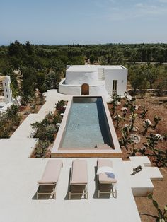 Villa Cardo is a 3 bedroom house designed by Studio Andrew Trotter, who designed Masseria Moroseta. Like the masseria, Villa Cardo has been built with. Facade Design, Architecture Design, Architecture Visualization, House Design, Villas, Location Airbnb, Terrazo, Voyager Loin, Outdoor Baths