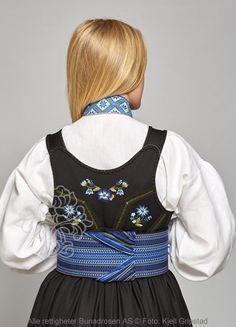 Beltestakk fra Telemark - BunadRosen AS Scandinavian Art, Costumes, Costume Ideas, All Things, Overalls, Amazing People, Norway, Folk, Pants