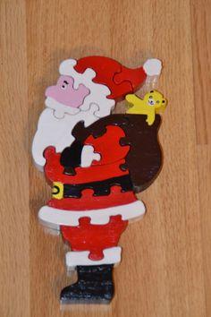 Père Noël en bois, puzzle de douze pièces Christmas Puzzle, Father Christmas, Christmas Crafts For Gifts, Christmas Projects, Craft Gifts, Small Woodworking Projects, Wood Projects, Wooden Puzzles, Wooden Toys