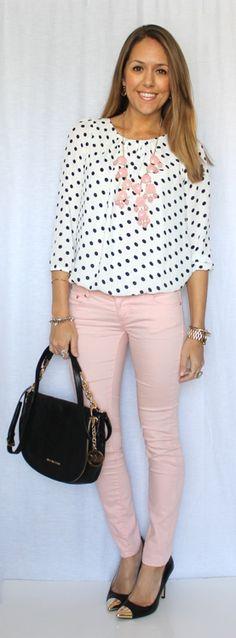 Blusa a bolitas y pantalón rosa