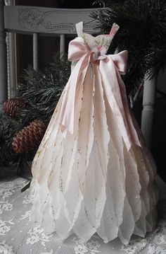 Paper dress  (Please note: This is not a DIY or tutorial- just beautiful inspiration.)