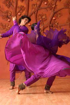 70 ideas for modern dancing photography dancers Folk Dance, Dance Art, Kathak Costume, Shakira Belly Dance, Kathak Dance, Cultural Dance, Indian Classical Dance, Dance Paintings, Country Dance