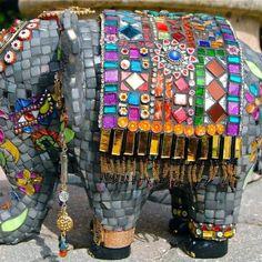 ideas for mosaic elephant sculpture Mosaic Crafts, Mosaic Projects, Mosaic Art, Mosaic Glass, Mosaic Ideas, Tile Ideas, Indian Elephant, Elephant Love, Elephant Art