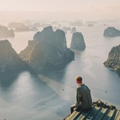 JACK MORRIS sur Instagram : Rooftop views - woke up at 5am to catch the first light of the day. Ha Long city, Vietnam.