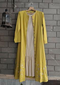 Stylish Dresses For Girls, Stylish Dress Designs, Designs For Dresses, Unique Dresses, Simple Dresses, Casual Dresses, Simple Kurti Designs, Kurti Neck Designs, Kurta Designs Women