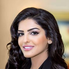 Princess Ameerah al-Taweel is one of the extremely beautiful women in the Arab. Known for being a Saudi Arabian princess as a member of the House of Saud. Saudi Princess, Arabian Princess, Arab Models, Royal News, Arabian Beauty Women, Real Life Princesses, Beauty Around The World, Arab Girls, Portraits