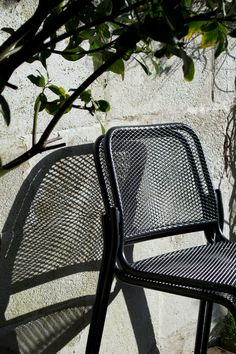 The black metal Mira chair designed for Skagerak, brings contemporary, Nordic style into our garden with modern shape and interesting shadow play. Garden Chairs, Garden Furniture, Outdoor Furniture, Outdoor Rugs, Outdoor Chairs, Outdoor Decor, Metal Watering Can, Herb Garden Design, Shadow Play