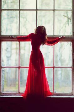 Lady in Red - rouge red gown window light pose captured by Petr Osipov and pinned by Foto Pose, Shades Of Red, Mode Inspiration, Lady In Red, Editorial Fashion, Beautiful Dresses, Gorgeous Dress, Beautiful Men, Fashion Photography
