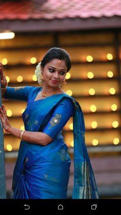 Kerala Engagement Dress, Engagement Dress For Bride, Engagement Saree, Saree Blouse Neck Designs, Simple Blouse Designs, Grey Saree, Blue Saree, Kerala Traditional Saree, Kerala Wedding Photography