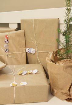 DIY gift wrapping idea // DIY paketointi-idea  http://piipadoo.blogspot.fi/2014/12/pienet-joululahjat-osa-9-paketointia.html