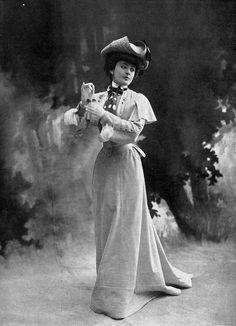 Geneviève Lantelme in a dress by Paquin, Les Modes May 1902. Photo by Reutlinger.