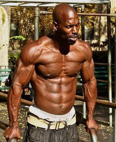 Mit den richtigen Muskelaufbau Tipps schnell zu mehr Muskeln erfahren Sie wie sie Muskelaufbau ohne Geräte machen können