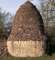 Dry stone hut at Boulegan in Salviac, Lot