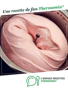 Glace yaourt à la fraise Strawberry yogurt ice cream by A fan recipe to find in the Desserts & Confectionery category on www.espace-recett …, from Thermomix®. Pudding Desserts, Ice Cream Desserts, Apple Desserts, Easy Desserts, Dessert Recipes, Yogurt Ice Cream, Vegan Ice Cream, Dessert Thermomix, Desert Recipes