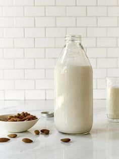Şifa deposu badem sütünü evinizde hazırlamanız çok kolay.MALZEMELERBADEM SÜTÜ140 gr çiğ badem720 gr suTATLANDIRILMIŞ BADEM SÜTÜAğız tadınıza göre 3-6 adet hurmaYAPILIŞIBademleri bir kaba koyup …