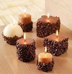 Coffee Bean Crafts - Check out the Tips and learn how to .- Artesanato com Grãos de Café – Confira as Dicas e aprenda a fazer para Decorar… Crafts with Coffee Beans – Check out the Tips and learn how to Decorate your Home! Coffee Bean Candle, Coffee Beans, Coffee Bean Decor, Coffee Bean Art, Coffee Theme, Coffee Crafts, Christmas Candle Decorations, Christmas Candles, Homemade Candles