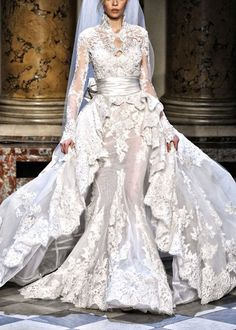 And a full view of Zuhair Murad bridal couture.  What a dress!
