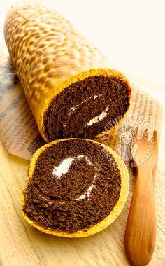 tiger skin chocolate swiss roll 虎皮可可蛋糕卷 φ( へ )o Victoria Bakes Cake Roll Recipes, Donut Recipes, Jelly Roll Cake, Jelly Rolls, Swiss Roll Cakes, Chocolate Swiss Roll, Log Cake, Bakery Recipes, Tiger Skin