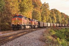 https://flic.kr/p/NrzPw2 | NS 72Z at Chattanooga, TN | The loaded TVA coal bucket NS 72Z (Memphis,TN/BNSF-Kingsport,TN) blast around the curve (MP 331.7 CP-Boyce) at sunset getting ready to cross the Tennessee River on the main 1 track northbound on the CNO&TP 2nd District. NS 72Z is a TVA Kingsport plant train only made up of 100 cars and make an appearance on the line at least 2 to 3 times a week, as the Kingsport Fossil Plant receive coal from eastern Kentucky as well. The train is be...