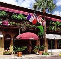 Park Plaza Hotel in downtown Winter Park. They hang the flag of international visitors. Winter Park Florida, Florida Home, Plaza Hotel, Park Avenue, Travel Abroad, Orange County, Orlando, Places Ive Been, Flag