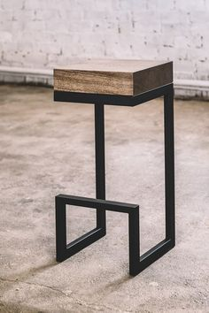 Industrial bar chair / Oak bar chair / Wooden bar chair / Modern bar chair / Geometric bar chair /In Chair Design Wooden, Furniture Design, Furniture Ideas, Geometric Furniture, Pallet Furniture, Metal Chairs, Bar Chairs, Dining Chairs, Welded Furniture