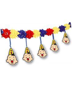 Creatief ontworpen slinger. De slinger is vrolijk met de kleuren rood, geel en blauw. Het creatieve van de slinger is dat er om de 10cm het hoofdje van de grappige clown Bumba hangt. Erg leuke versiering voor elk soort kinderfeestje. http://www.feestwinkel.nl/bumba-slingers-met-onderhanger.html