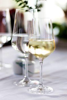 """%TITTLE% -  Sulfit, Tannine, Histamin und Co.: Die Verdächtigen im Überblick und wie viel an ihnen dran ist – und ein paar Tipps dazu, wie man den """"Schädel"""" vermeidet. Süsser Partywein, schwere Rote, sprudelnder Sekt – """"Oh je, schon wieder so ein Kopfschmerz-Wein"""", stöhnen viele auf, wenn sie auf den Tisch... - https://cookic.com/welche-stoffe-bereiten-kopfschmerzen-nach-wein.html"""