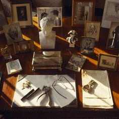 Close up of Churchill's desk in the Study at Chartwell Preppy Desk, Drake London, Masonic Art, Brothers Movie, Masterpiece Theater, British Country, Leather Jeans, Scribe, Winston Churchill