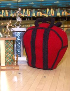 Free Knitting Pattern for Bowling Ball Bag - The feltedSeven-Ten Split can be used as a purse, tote, or a bowling bag. Designed by Sarah Hood