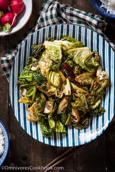 Chinese Vinaigrette Cabbage Stir Fry (醋溜卷心菜) - A simple and quick dish that makes cabbage richly flavored and addictive! Cabbage And Beef, Cabbage Stir Fry, Broccoli Stir Fry, Fried Cabbage, Chinese Cabbage, Cabbage Recipes, Stir Fry Greens, Stir Fry Green Beans, Fried Green Beans