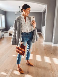 Mode Outfits, Jean Outfits, Fall Outfits, Casual Outfits, Fashion Outfits, White Skinnies, Spanx Faux Leather Leggings, Fall Capsule Wardrobe, Neutral Outfit