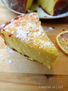 Dopo la torta soufflè all'arancia oggi ti propongo la torta souffle al limone senza burro e olio,morbidissima fresca e delicata.