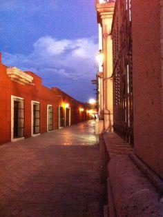 se les pide ayuda para votar por esta foto en el link ya que es para un concurso de fotografía amateur y quiero dar a conocer unas de las bellezas de Saltillo Coahuila que es el callejón rojo