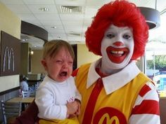 This is how I feel about McDonalds too. Gruseliger Clown, Creepy Clown, Mcdonalds, Funny Crying Baby, Trauma, Poor Children, Try Not To Laugh, Songs To Sing, Cover Pics