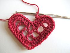 ...yarnroundhook...: The 'Swedish hearts' pattern revisited