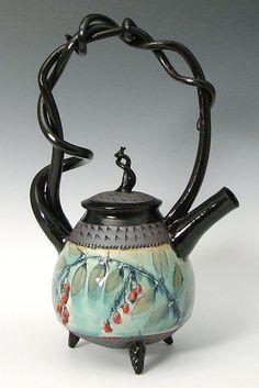 Basket Handled Teapot with Red Berries: Suzanne Crane: Ceramic Teapot pottery Pottery Teapots, Ceramic Teapots, Ceramic Pottery, Ceramic Art, Café Chocolate, Teapots Unique, Tea Pot Set, Teapots And Cups, Tea Art